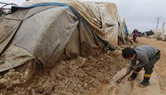 IS útočil na uprchlíky na východě Sýrie. Na místě jsou desítky mrtvých