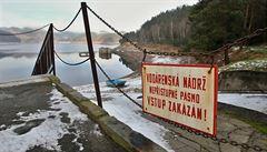 Regulovaná cena za odběr povrchové vody nepokryla náklady, zjistil NKÚ