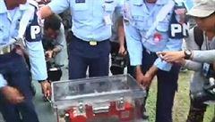 Potápěči vytáhli z moře černou skříňku zříceného letounu AirAsia