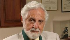 Zemřel chemik Djerassi. Jeho výzkum vedl k antikoncepční pilulce