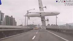 Zatáhl jsem za špatnou páku, řekl pilot. Po zřícení letadla zemřelo 43 lidí