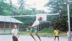 Zaháněl malárii i lupiče. Jak Čech učil milovat volejbal v těžké exotice