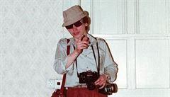 Tragikomické fotky tajných agentů Stasi. Výstava začala v Pardubicích