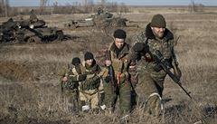 Ruské zbraně dál proudí na Ukrajinu. Stáhněte se, vyzývá Rusy NATO