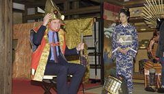 Princ William navštívil Fukušimu a vyzkoušel si oblek samuraje