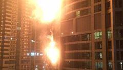 Mrakodrap v Dubaji zachvátil požár, tisíce lidí byly evakuovány