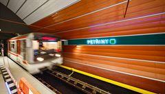 Nové metro stojí 433 milionů za rok. Lidé i nemocnice žádají všechny vlaky až do Motola