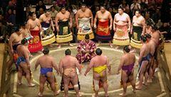 Japonky pronikají do dosud mužského sportu sumo