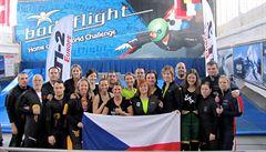 Proletěli tunelem a posbírali medaile. Češi slaví úspěchy v indoor skydivingu