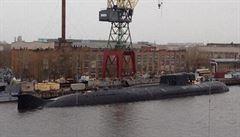 Ruskou jadernou ponorku zachvátil v přístavu požár, radiace prý nehrozí