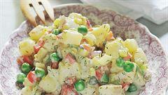 Bez zeleniny či s domácí majonézou. Bramborový salát třikrát jinak