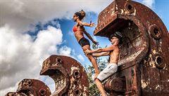 Benátky i Paříž. Čech s manželkou cvičí jógu po celém světě