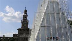 Milán se připravuje na Expo 2015. Graffiti v pozadí moderních budov