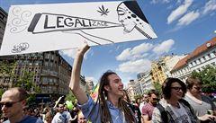 Nad Prahou se nesl dým. Mladí pochodovali za legalizaci marihuany