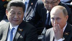 Zrušte sankce na naši armádu, vyzvala Čína USA. Nezahrávejte si s ohněm, varuje Kreml