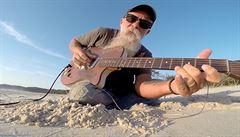 Když má bluesový tulák dobré boty a kytaru z plechové krabice