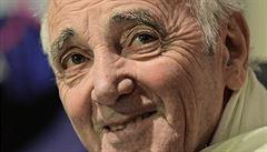 Deska k 91. narozeninám. Aznavourův klub aktivního stáří