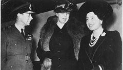Britský bulvár zveřejnil film z 1933 s hajlující královskou rodinou
