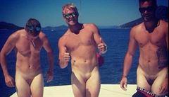 Penis mezi nohama. Internet zaplavily fotografie mangíny
