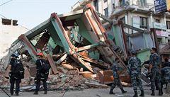 Desítky mrtvých a přes tisíc zraněných. Nepál se znovu otřásl