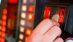 Vyšší zdanění hazardu a povinné zavírání heren? Novely prošly prvním čtením