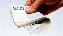 Konec absurdním poplatkům? Některé bankovní přirážky se stávají minulostí