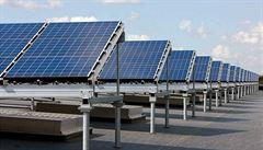 Čína uvalí další cla na dovoz materiálu pro solární panely z USA