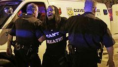 Soud v USA osvobodil policistu, který zastřelil dva neozbrojené černochy