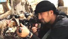 Záhadně zmizelý elitní policista se vynořil na výhružném videu Islámského státu