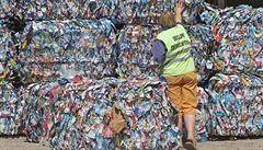 Adidas chce vyrábět oblečení z plastového odpadu z moří
