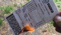 Spálený tiket na dvě a půl miliardy? Falešného výherce prozradilo špatné datum