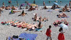 Tisícičlenný doprovod a uzavřená pláž. Král Arábie vyrazil na dovolenou