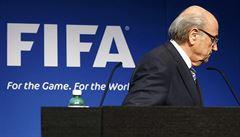 Odstup, Blattere. Proti šéfovi FIFA se začínají stavět sponzoři
