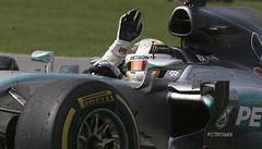 Pokazil start, přesto získal Hamilton v Silverstonu pátý letošní triumf