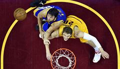 Cleveland vyhrál třetí zápas finále NBA. James má rekord ligy