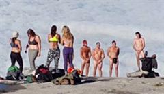 Fotili se na hoře nazí. Teď čtveřici turistů zatkla policie