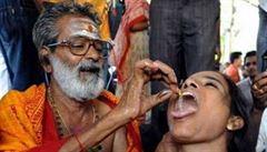 Na 70 tisíc Indů polykalo živé rybky. Kvůli astmatu
