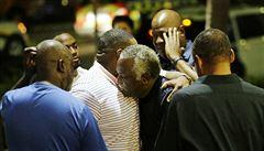 Ozbrojený běloch vnikl do černošského kostela v Charlestonu. Zabil devět lidí