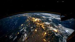 Noční Země z pohledu vesmírné stanice