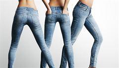 Skinny džíny jsou out, do módy se vracejí zvýšené pasy, zní z Londýna