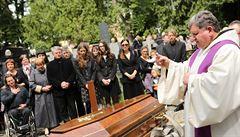 Pohřeb Josefa Topola: s literátem se naposledy loučili herci i politici