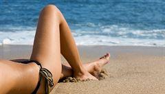 Sluneční paprsky léčí i ubližují. Na co si dát při opalování pozor?