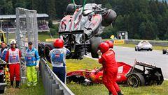 VIDEO: Dvě formule na sobě. Nehoda v F1 mohla dopadnout tragicky