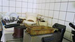 Potraviny ve sklepě a víno na WC. Inspektoři zavřeli další restaurace