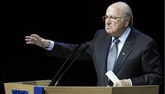 Z korupce obviňte i prezidenty Německa a Francie, hází špínu Blatter