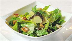 Zelená klasika. Připravte si salát Caesar podle Romana Pauluse