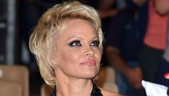 Nenechte zabíjet velryby, žádá ruského prezidenta Pamela Andersonová