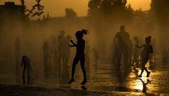 Jak přežít sluneční žár? Západní Evropu sužuje vedro, míří do Česka