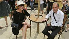 Václav Havel má svou devátou lavičku. Po Washingtonu je i v Karlových Varech