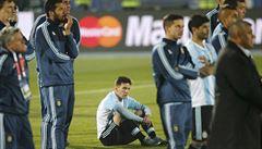 Messiho rodinu napadli diváci. Sám útočník dostal kopanec do břicha